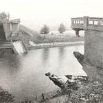 De opgeblazen brug over het Maas-Waal kanaal bij Malden in 1944. Foto 011