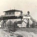 Sluisbrug Heumen. De ophaalbrug werd in 1989 afgebroken en roemloos afgevoerd. Foto 125
