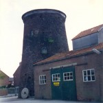 De restanten van de molen van de familie Thijssen vlak voor de sloop in 1996.