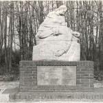 Monument voor de 24 gevallen Nederlandse soldaten bij de v.m. sluisbrug bij Heumen. De soldaten zijn op 10 mei 1940 gedood door Duitsers verkleed als Militaire politie. Foto 008