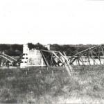 De opgeblazen spoorbrug bij Mook in 1940. In 1944 is de brug nogmaals opgeblazen. Foto 014