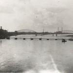 De in 1944 vernielde spoorbrug te Nijmegen. Foto 020