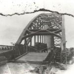De gerepareerde Nijmeegse Waal brug in 1944. Foto 021