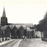 Oude kerk in Malden met trambaan en de rioolbuizen voor een eventuele wegversperring. Photo gemaakt mei 1940. Foto 110