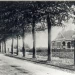 Rijksweg en Gemeentehuis + trambaan aangelegd in 1912, gemeentehuis gebouwd in 1912. Foto 103