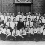De Kajotters uit Malden met Kapelaan IJsseldijk. De foto is in 1948 genomen.