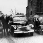 De Taxi bedrijven, H. Kesseler uit Heumen, Poelen uit Mook en M. v. Wees uit Malden. Foto omstreeks 1950,