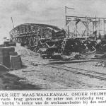 De bouw van de 1e brug aan de Taaiedijk werd met veel houtwerk op het land gemaakt. Het kanaal werd later onder de brug doorgegraven. Op de voorgrond de rails van het stoomtreintje 'de Baviaan' dat het afgegraven zand vervoerde.