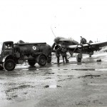 Een tankende Typhoon met raketten onder de vleugels. RAF museum 6039-10